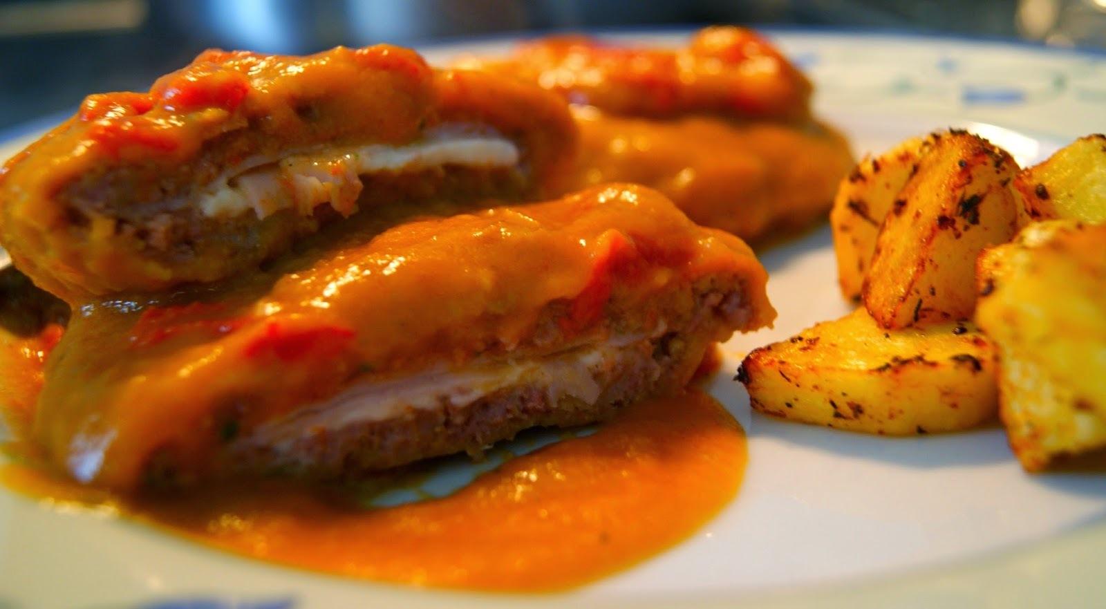 Filetes Rusos Rellenos de Pavo y Queso en Salsa con Patatas