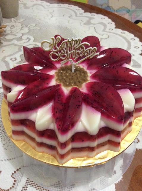 ~   Fresh Milk & Dragon Fruit Jelly Cake  ~   ~  鲜奶&龙珠果燕菜蛋糕  ~