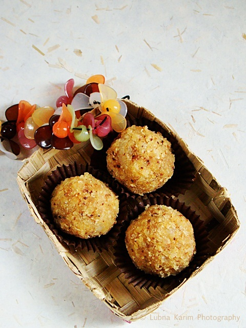 Coconut-Oats Ladoo's - Guest Post by Lubna Karim
