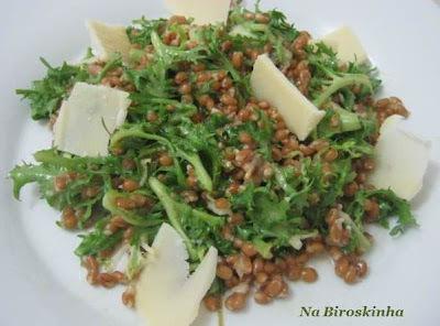 Salada de Trigo com Chicória Frisée