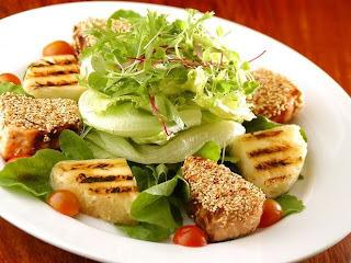 salada de repolho roxo com abacaxi e cereja