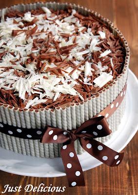 Narodeninová torta - čokoládová s mascarpone krémom a jahodami