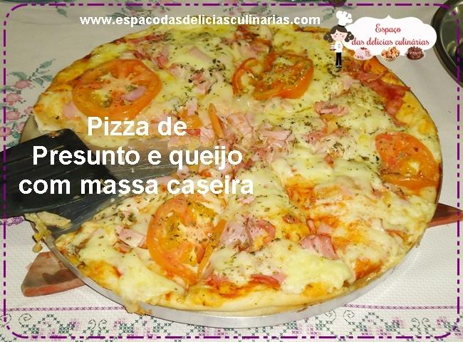 Pizza de presunto e queijo, com massa caseira