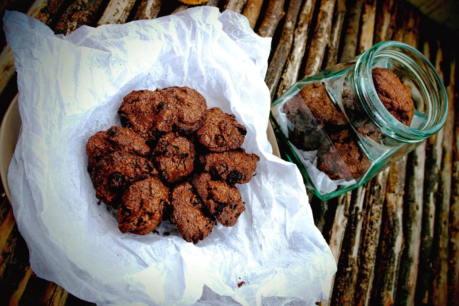 Gesztenye-kekszek mazsolával, mandulával és csokival