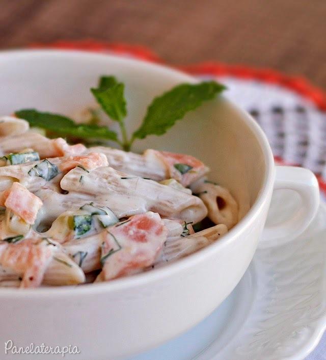 salada fria de macarrão integral