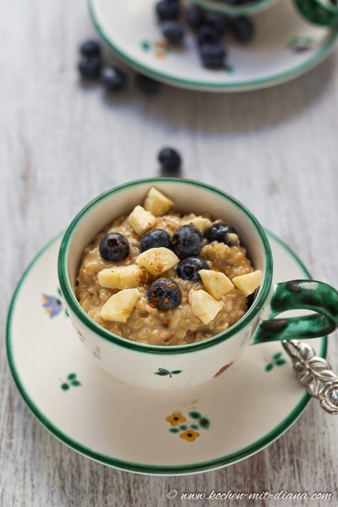 Haferbrei mit Früchten/ Porridge with fruits