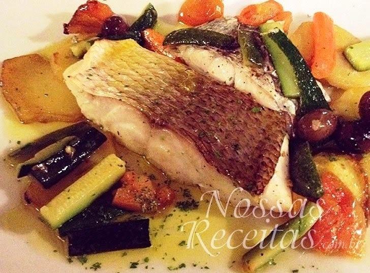 Filé de peixe com legumes ao forno