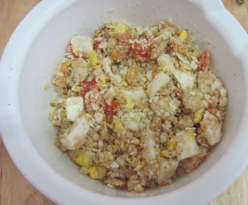 farofa de farinha de biju com ovos e tomate