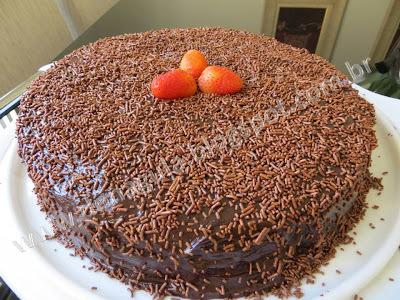 ana maria braga bolo de chocolate com recheio de morango e cobertura de chocolate