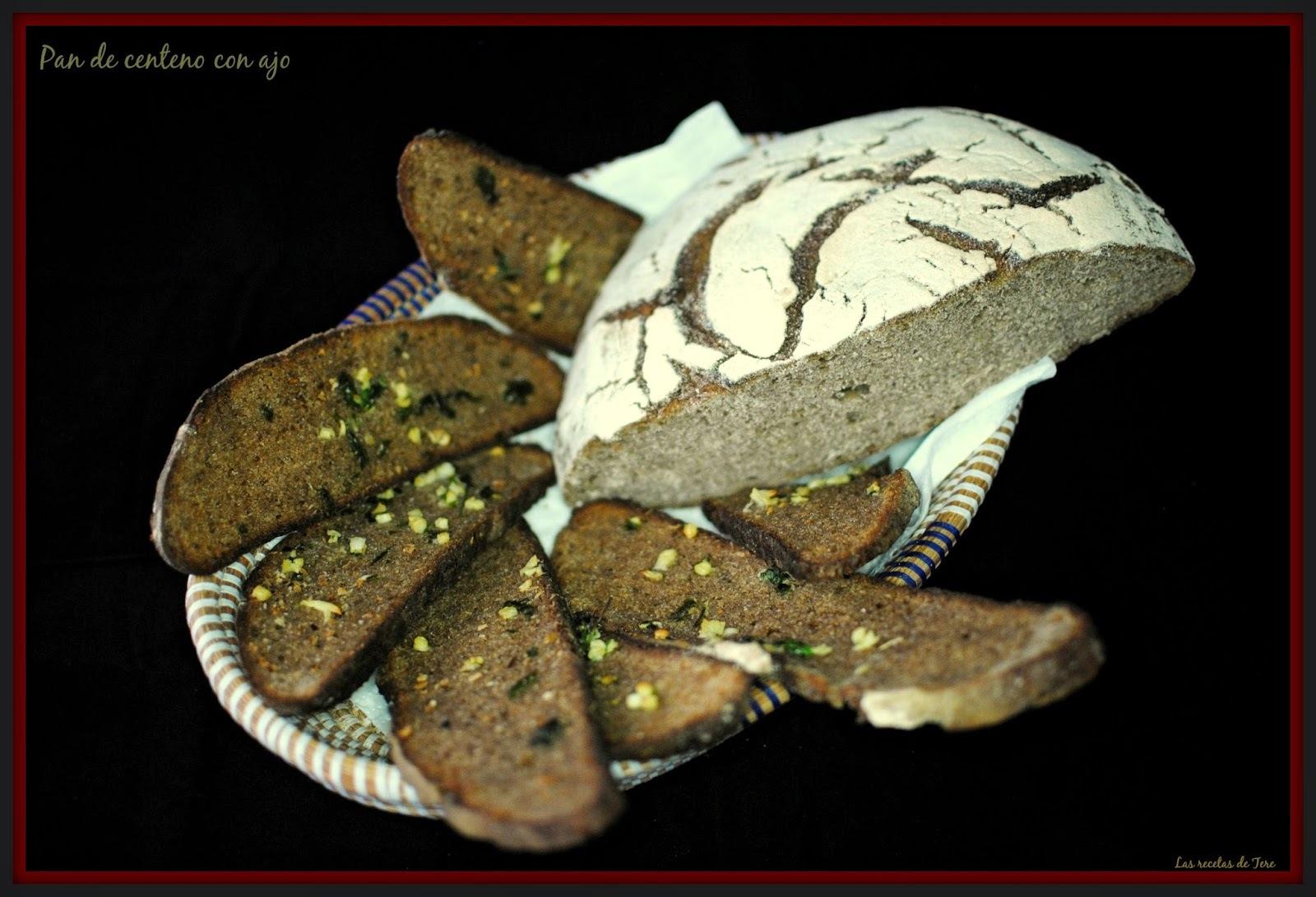 Pan de centeno con ajo.