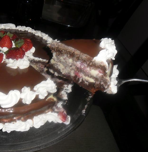 Aniversário da minha mãe e mais um bolo feito por mim.