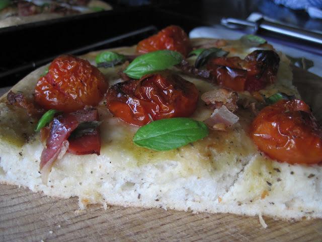 focaccia s pancetom i pečenim cherry rajčicama