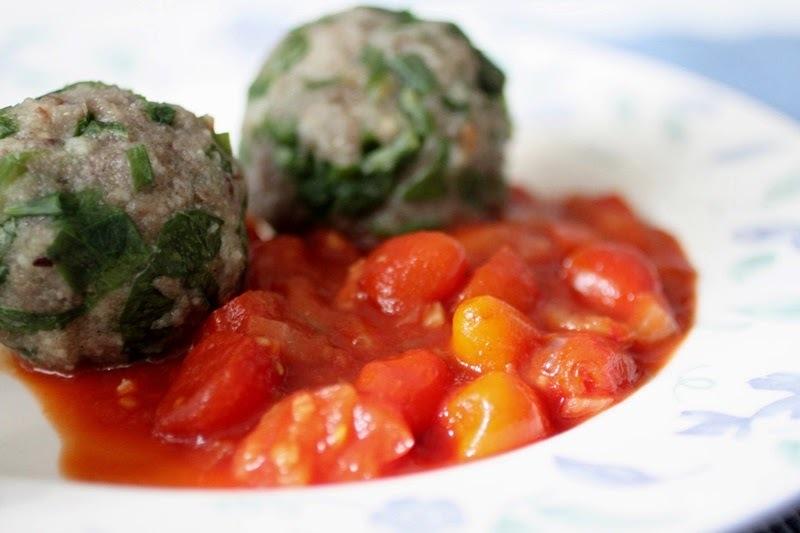 Bärlauch-Knödel mit Tomatensauce [vegan]