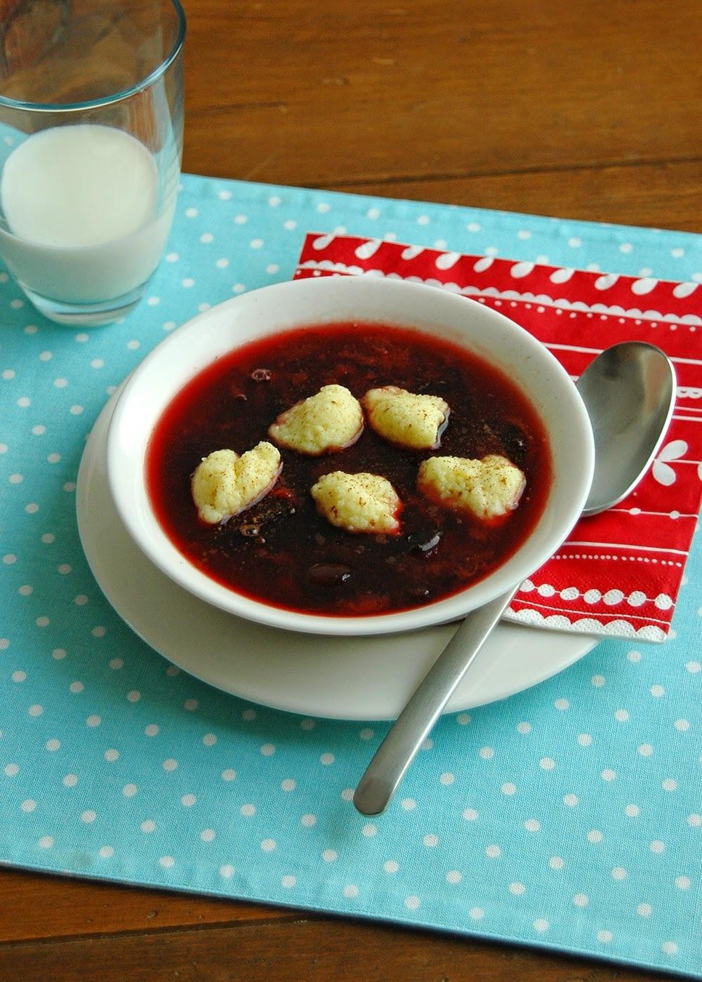 Sopa de prunes amb mandonguilles de sèmola de blat dur