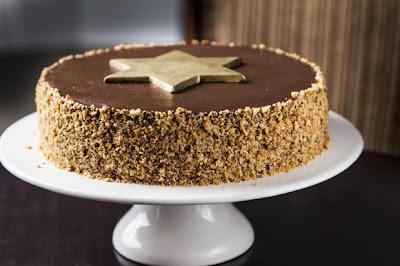 Bolo Natalino de Nozes com Recheio de Chocolate