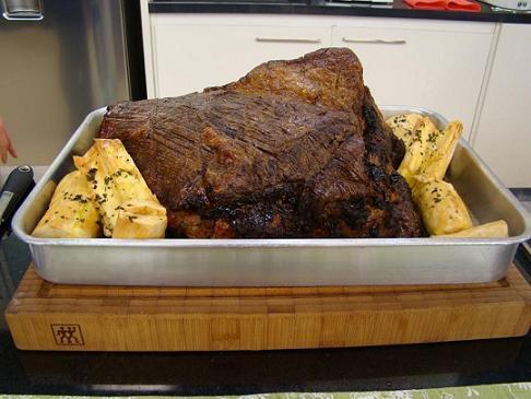 de costela de boi recheada ao forno