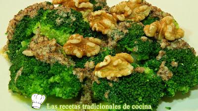 Receta fácil de brócoli con vinagreta de frutos secos