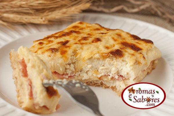 Sanduíche de forno cremoso com queijo e presunto