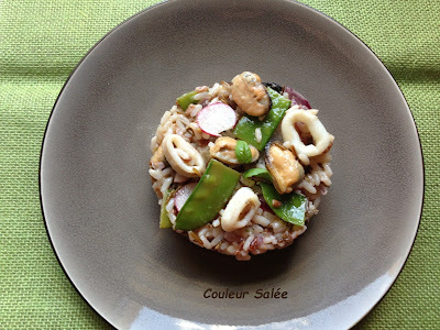 salade de riz sauvage aux moules, calamars, chorizo et radis roses