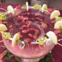 de ponche de frutas com vinho tinto