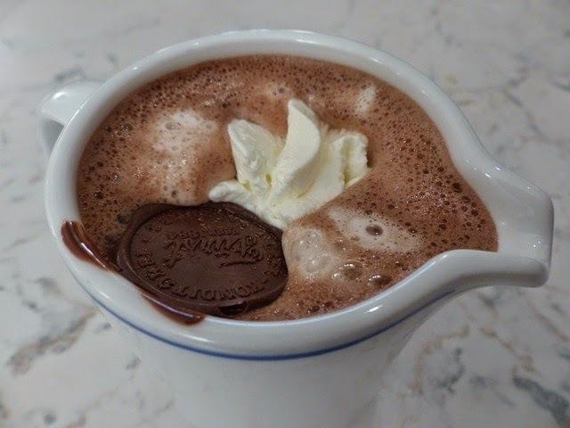 receta para hacer un chocolate de crema chantilly