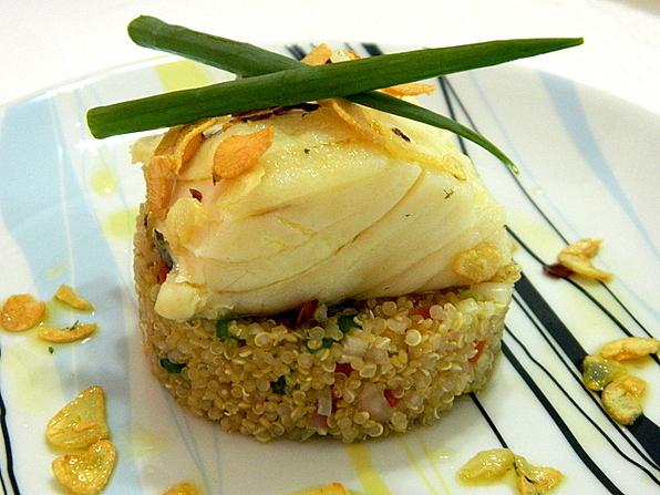 Lombo de Bacalhau em azeite de alho com salada de Quinoa