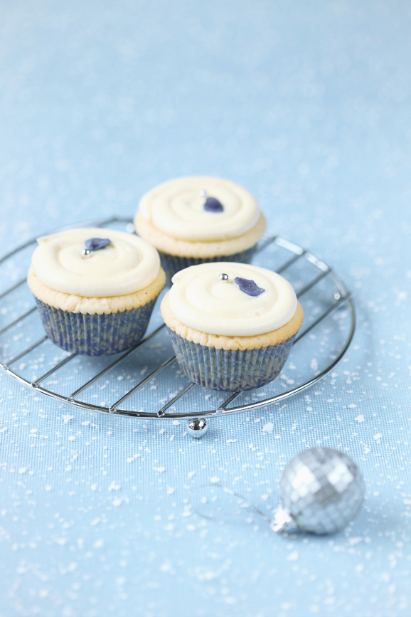 Фиалковые капкейки с белым шоколадом / Cupcakes de violeta e chocolate branco