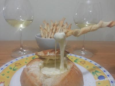 torradinha de pao de forma com queijo ralado