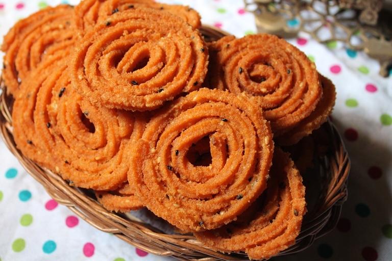 Rava Murukku Recipe / Sooji Chakkuli Recipe / Sooji Chakli Recipe - Krishna Jayanthi Recipes