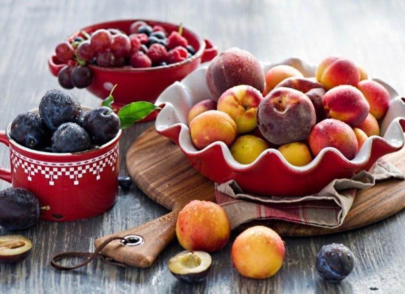 Devemos ingerir as frutas de estômago vazio?