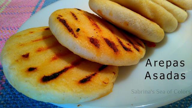 Arepas asadas tradicionales con pabellón