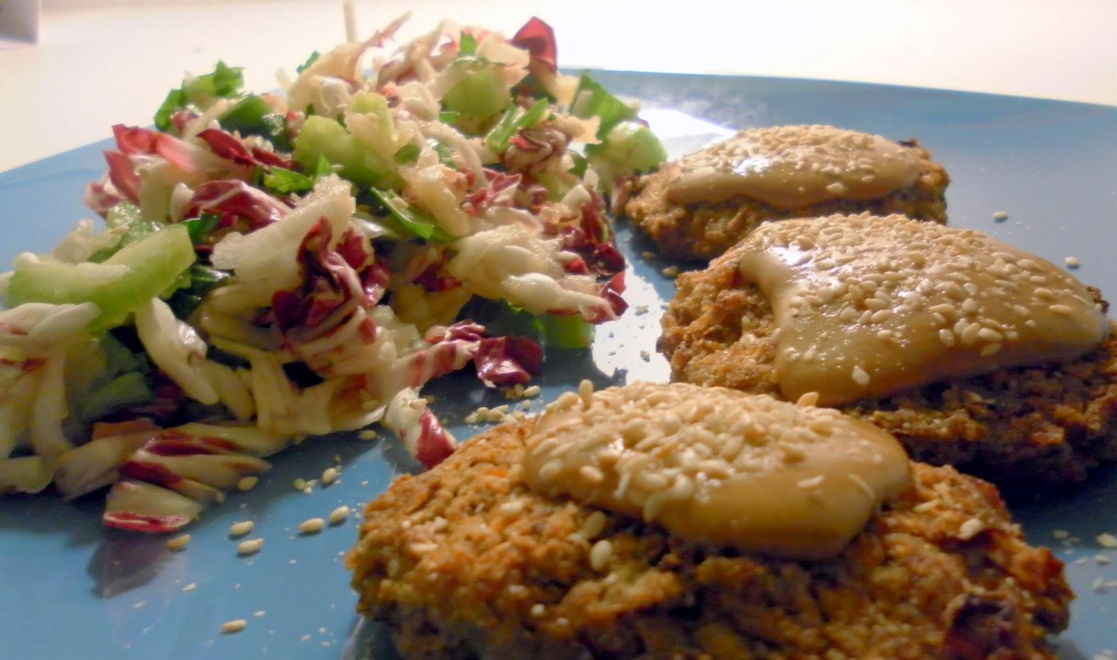 Pljeskavice od heljde, gomasio (susamova so) i tahini (susamova pasta, susamov puter, taan)
