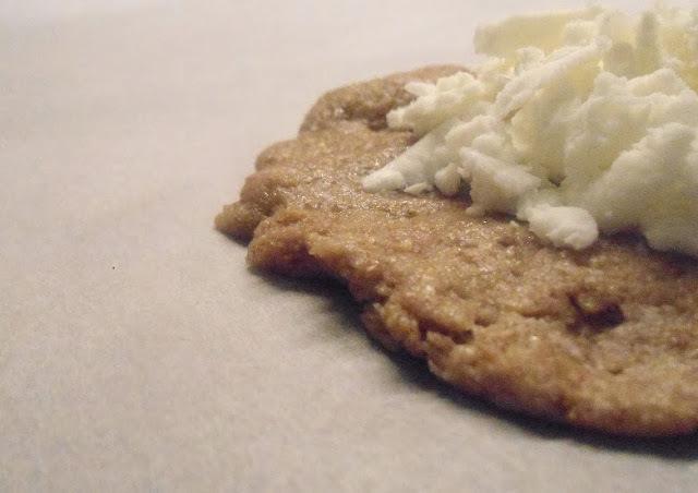 Τυροπιτάκια ολικής [whole wheat cheese pastries]
