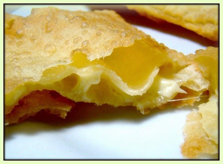 Pastel de feira (carne e queijo)
