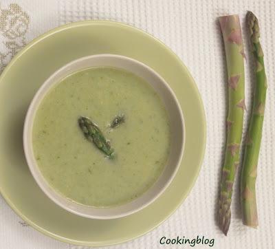 Sopa Italiana de feijão branco e espargos