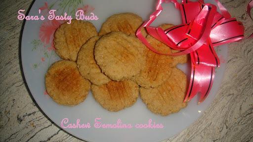 Cashew semolina cookies