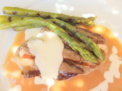 Vedella amb salsa de Oporto i crema de formatge / Ternera con salsa de Oporto y crema de queso