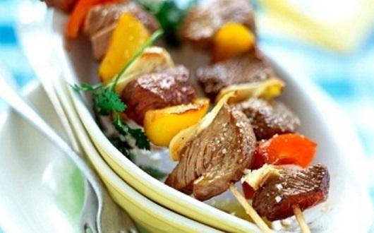 Brochette de carne, pimiento y cebolla, rapidas y sabrosas