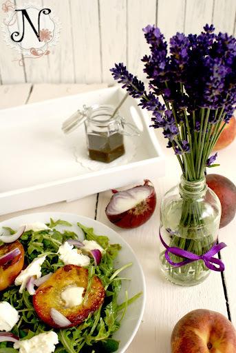 Healthy recipe: Grilled Peach Salad with Buffalo Mozzarella and Arugula / Solata s pečenimi breskvami, mocarelo in rukolo