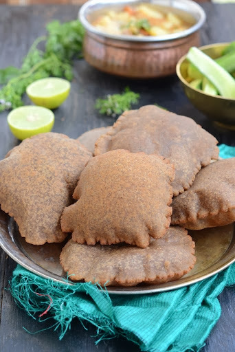 Singhade ki Poori \ Puffed Bread made with Water Chestnut Flour
