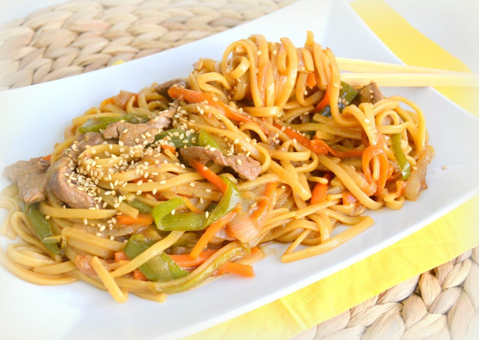 Tallarines fritos al estilo chino