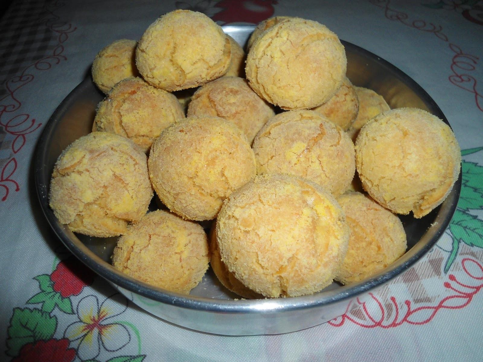 Broinha de fubá com queijo