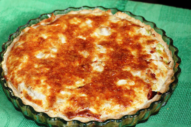 Лотарингский пирог (Киш лорен) с курицей и луком пореем