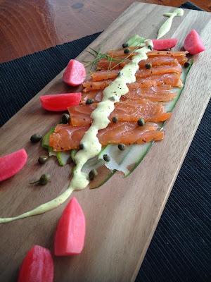 Gravlax de saumon, sauce moutarde et aneth