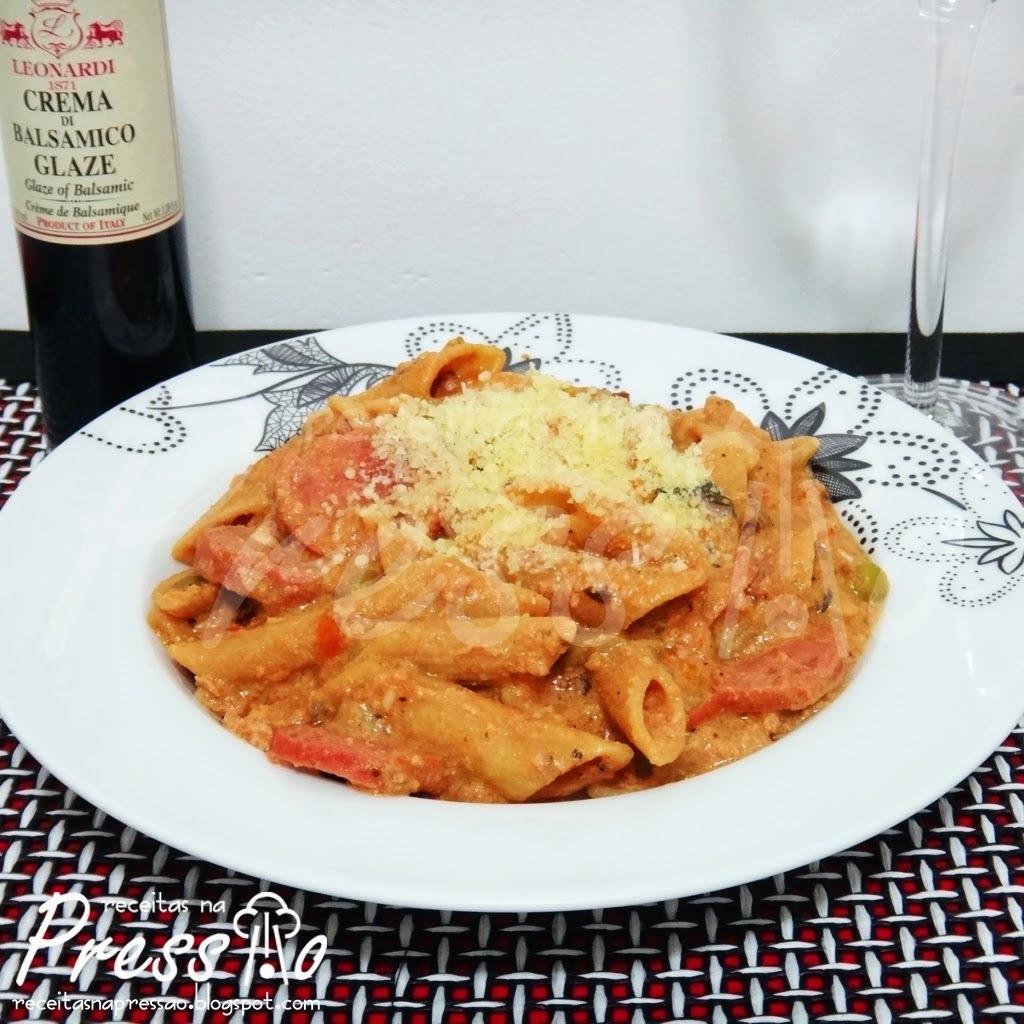arroz com atum e molho de tomate na panela de arroz eletrica