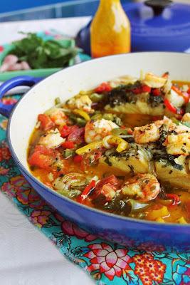 moqueca de bacalhau com molho de camarão