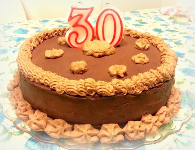 Tarta de cumpleaños de chocolate y moka