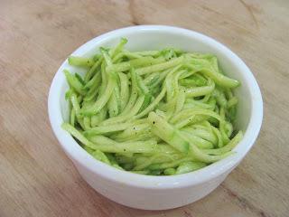 Salada de Abobrinha Crua Ralada