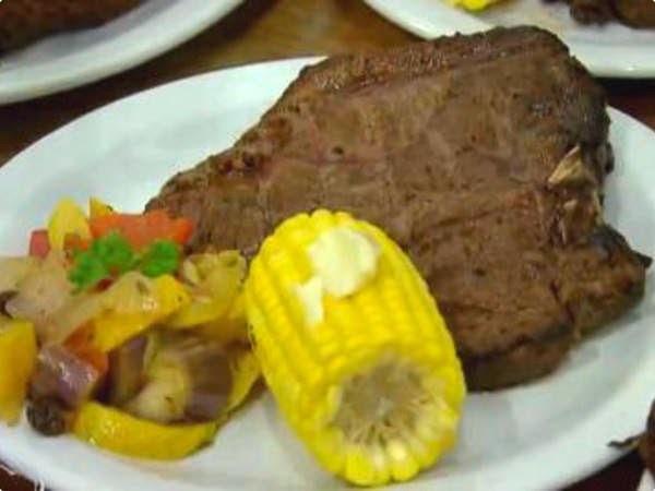 Cartoon Steak com Milho e Ratatouille