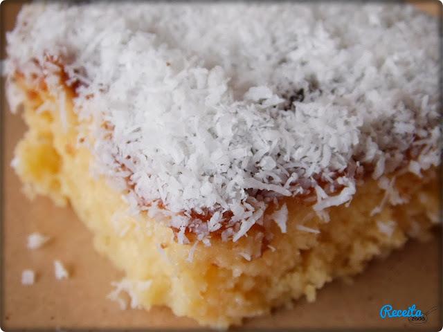 bolo de coco gelado feito com massa pronta